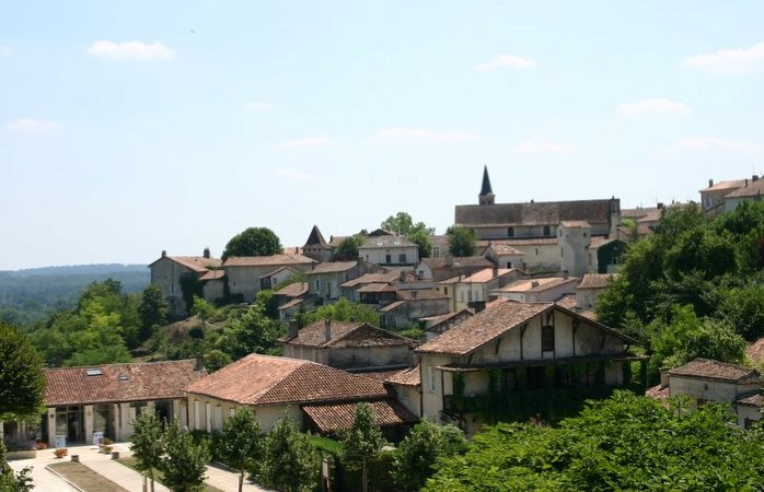 Aubeterre - panorama, baby-friendly accommodation in Charente, South west France