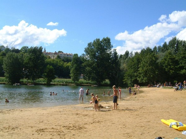 Aubeterre - river beach, Holiday Gite in Charente, South west France
