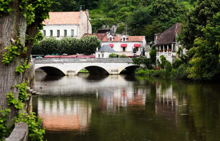 Brantome - Views, baby-friendly accommodation in Charente, South west France